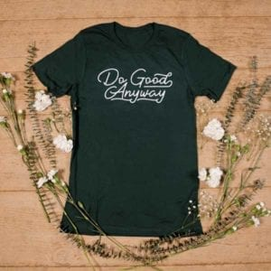 forest green crewneck t-shirt